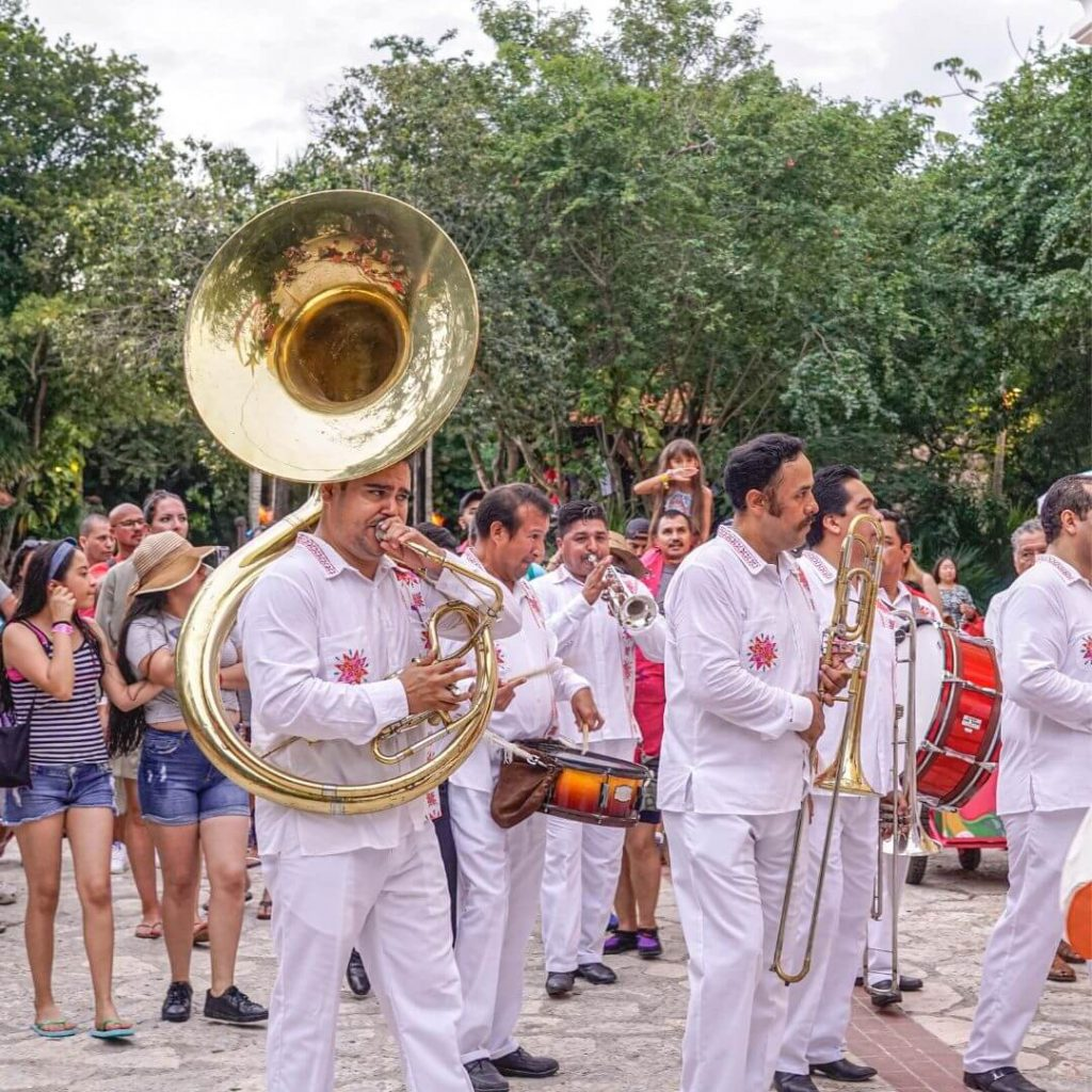 4 Mexican Christmas traditions you can live in Xcaret live music