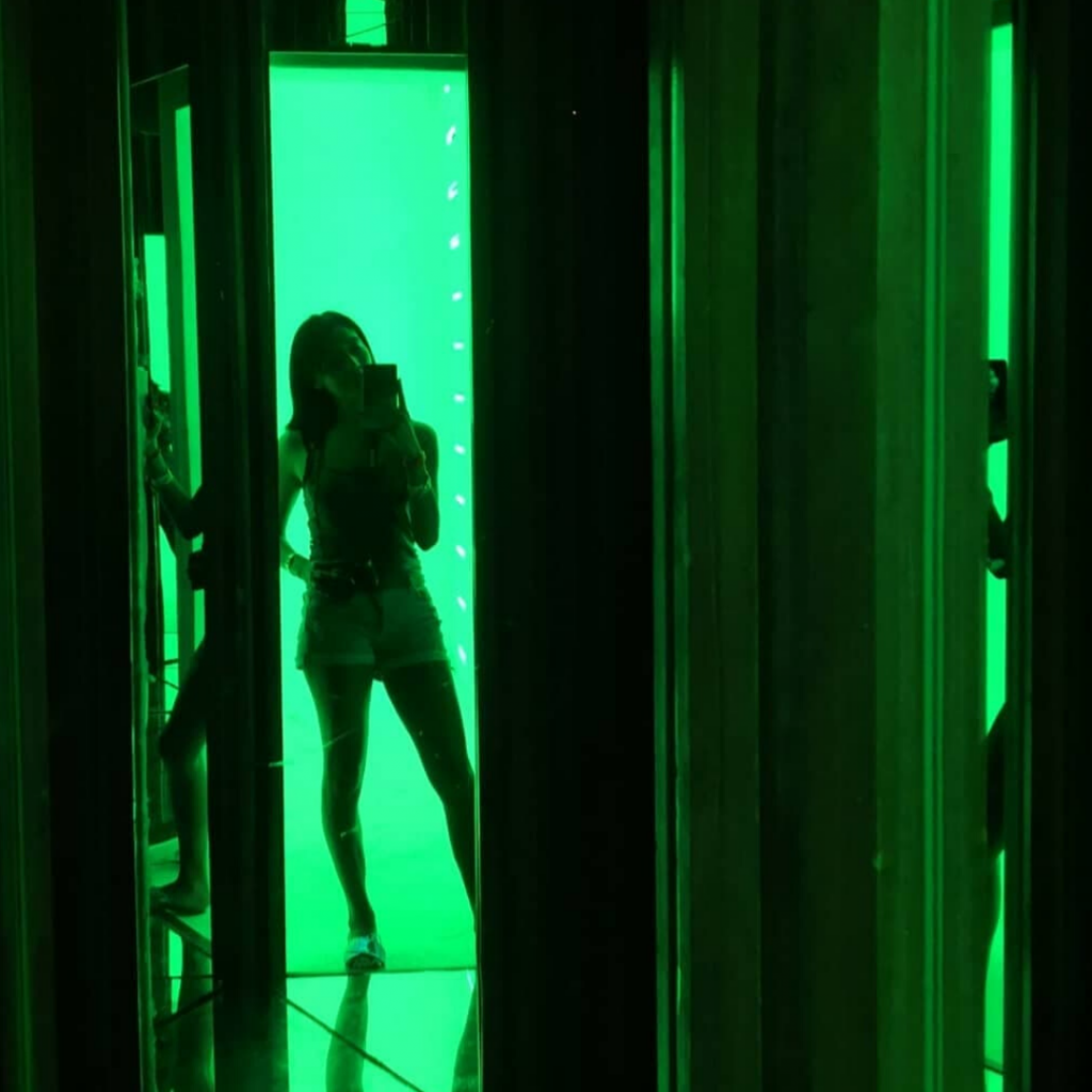 maze-mirrors-25-unique-experiences-that-you will-live-in-Xenses.