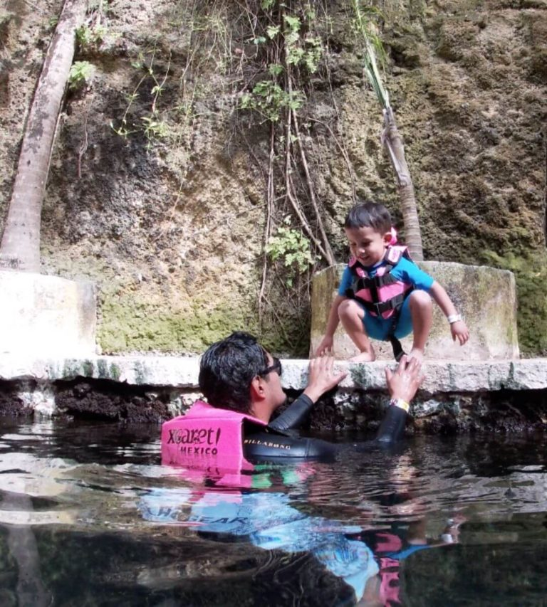 Tips for swimming in the rivers of Xcaret with your children-child-swimming