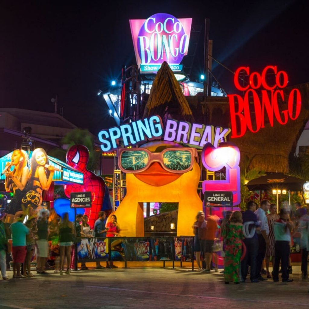 The-must-see-places-for-a-Cancun-vacation-coco-bongo