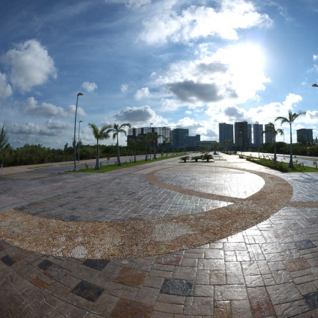 The-must-see-places-for-a-Cancun-vacation-malecon-trajamar