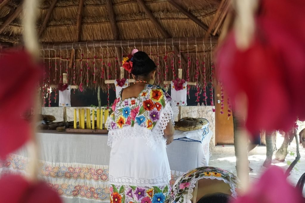yucatecan lady in tradition clothes