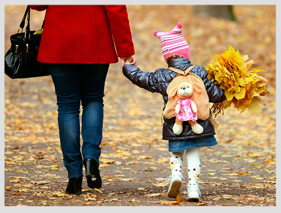 little-girl-in-autumn