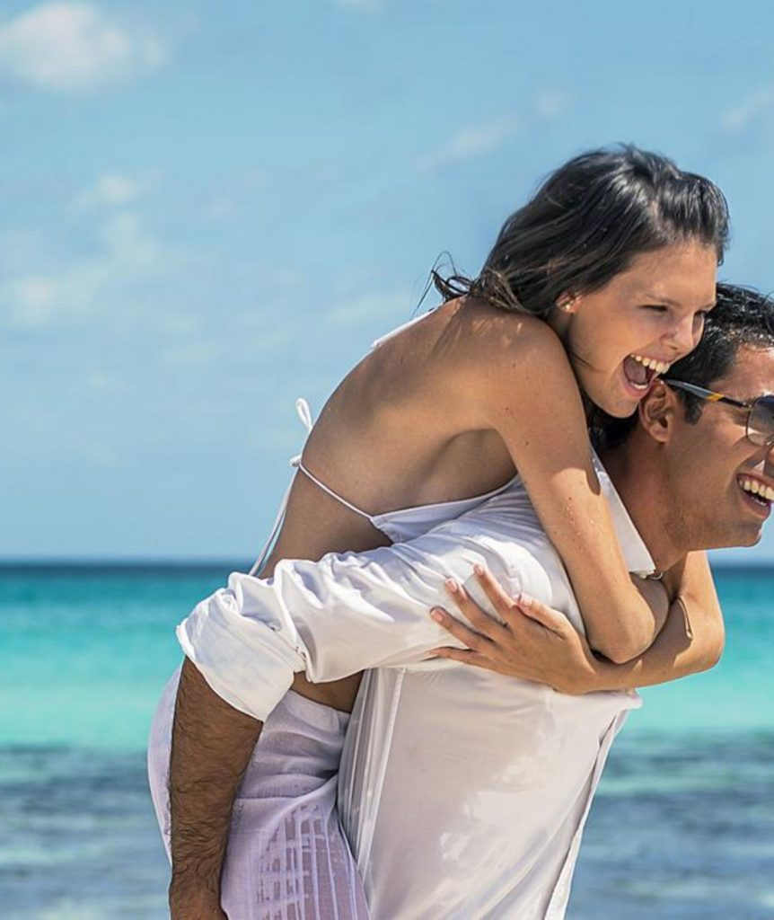 Ideal road trip in the Mexican Caribbean for those traveling as a couple.-Playa del Carmen couple