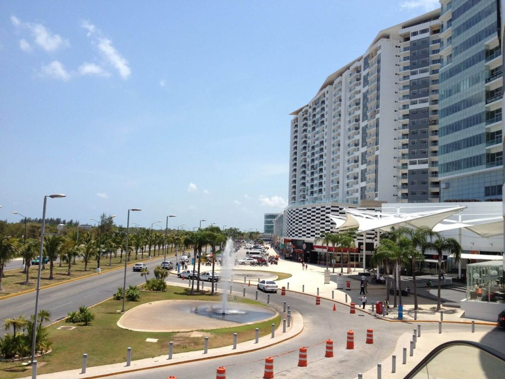 malecon-americas-cancun