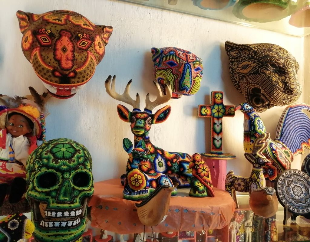 10 most popular crafts in mexico- huichol art