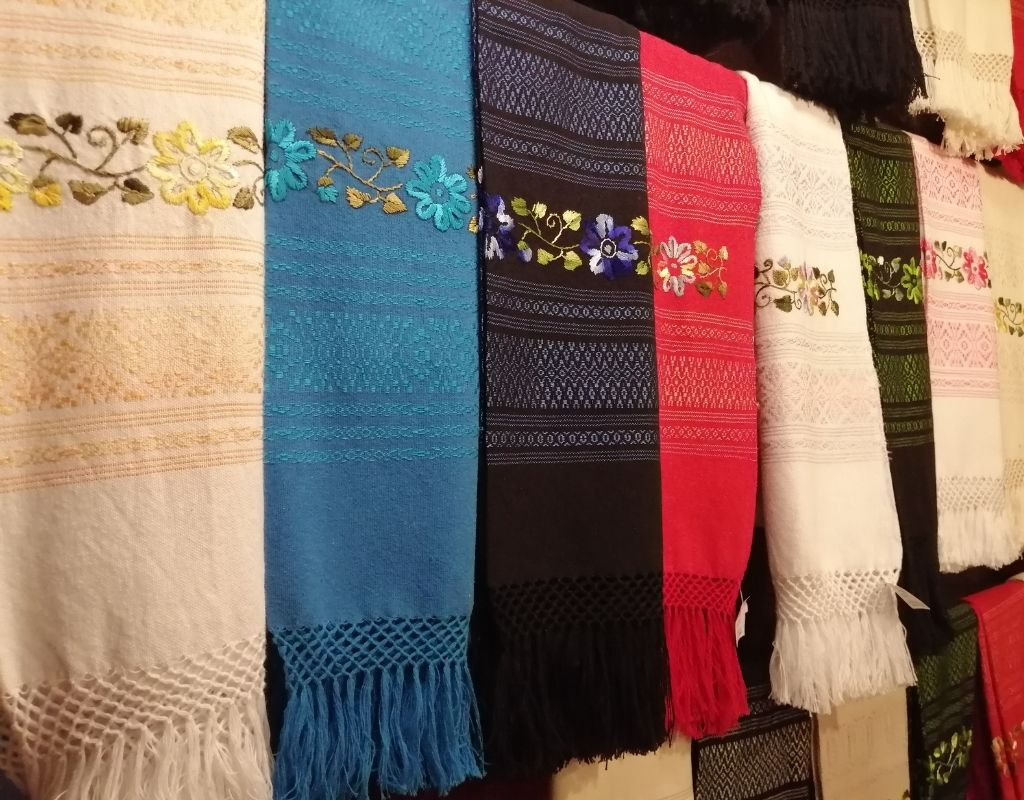 10 most popular crafts in mexico-shawl